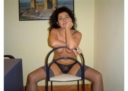 Femme cougar sexy très motivée recherche un mec soumis