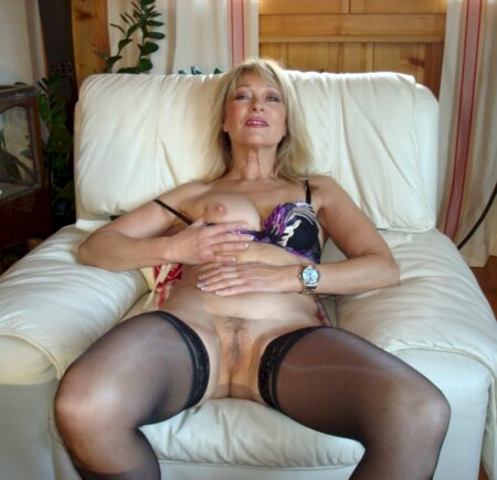 Femme mature coquine soumise pour coquin qui apprécie la domination