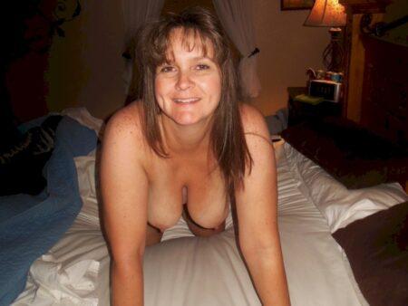 Petite coquine cherche un amant sur le 33 pour du plan sexe